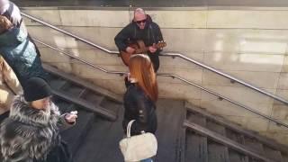Уличные музыканты Владивостока Я смотрю на небо Баста