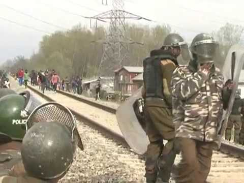 Stone pelting by Kashmiri youth on Security forces