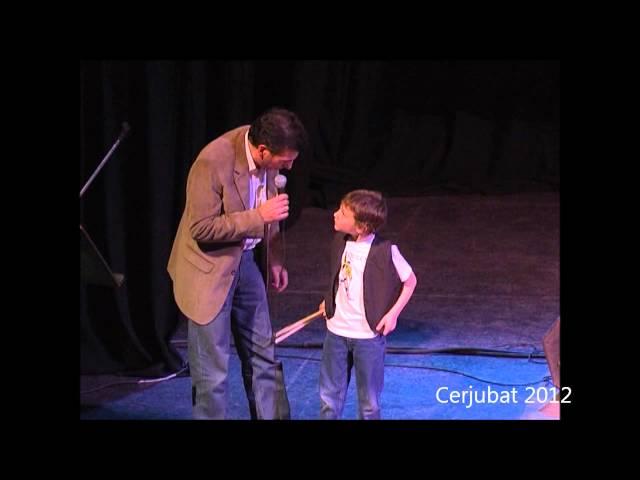Santino en Cerjubat 2012. Niño baterista.