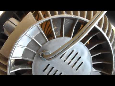 Cleaning fan blades when fan grill cannot be opened
