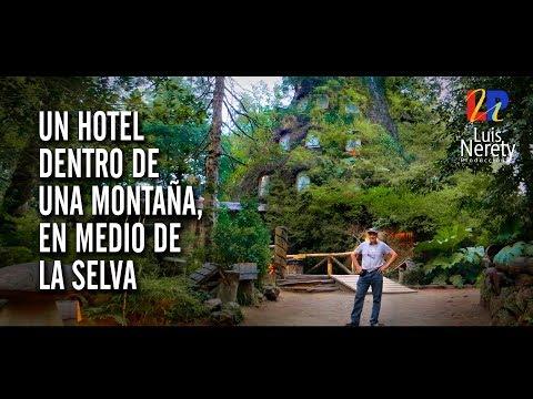 Un Hotel dentro de una montaña, en medio de la Selva / Cinematic Style