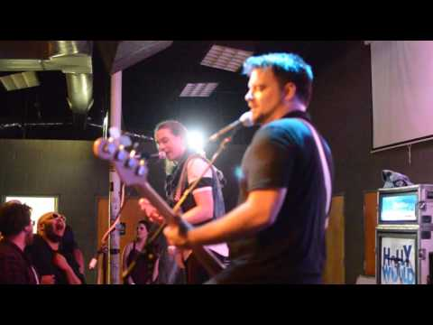 Holly Would - Dammit (Blink-182) / No Scrubs (TLC)