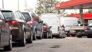Γαλλία: «Στεγνώνει» η αγορά καυσίμων-Κλιμακώνονται οι κινητοποιήσεις