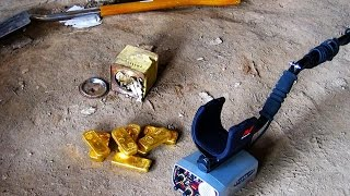 Chasseur de trésor : Alain Cloarec trouve un trésor de famille de 8 lingots d'or thumbnail