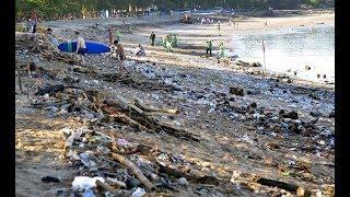 Загрязнение морских курортов мусором и нефтью.
