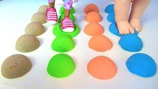 Maşa ile Koca ayı oyuncaklarıyla Kinetik Kum eziyoruz. Rahatlatıcı video için dev Kinetik kum kestik