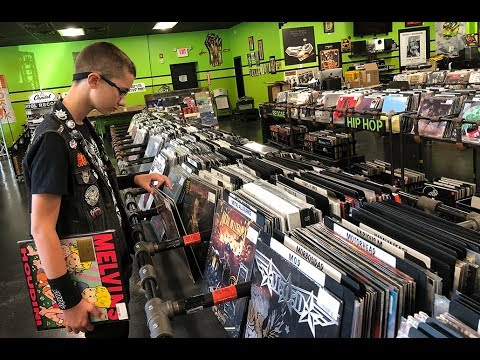Visiting DARKSIDE RECORDS In Poughkeepsie, NY
