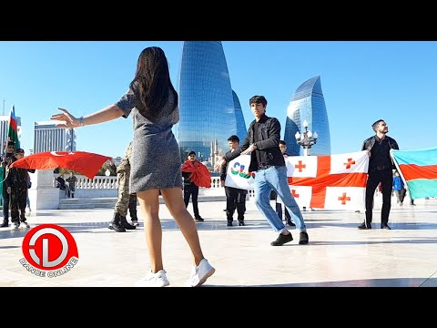 Bakinin merkezinde Azerbaycanlilarin LEZGİNKA Reqsi 2021 indir