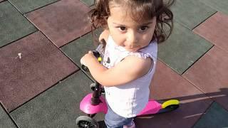 Ayşe Ebrar Scooter ile Parka Gitti Havuzun Etrafında Gezdi Çok Eğlendi. For Kids Video
