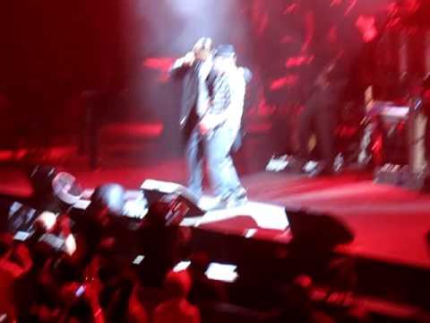 "Snoop Dogg & Justin Timberlake - ""Signs"" Live"