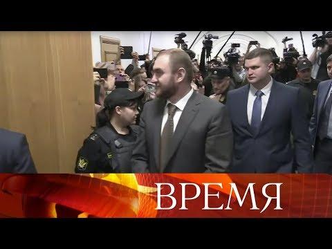 Рауф Арашуков стал первым членом Совета Федерации, которого из зала заседаний увели на допрос.