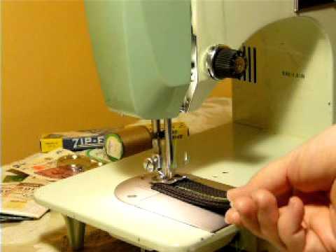 HEAVY DUTY VINTAGE DRESSMAKER MODEL 40B SEWING MACHINE YouTube Cool Dressmaker Sewing Machine Reviews