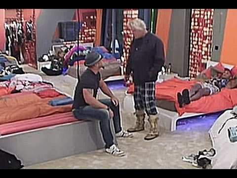 Gary Busey TELLS a guy TO HIS FACE ''STAND UP'' after a HEATED ARGUMENT about HOMOSEXUALITY