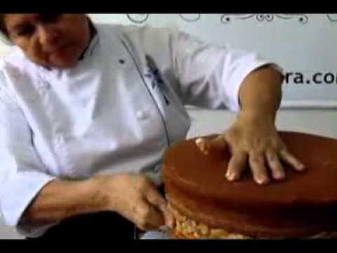 Como fazer um lindo bolo confeitado em 15 minutos!