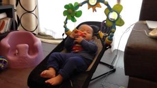 【生後6ヶ月】バウンサー激しすぎて飛び出そうになる赤ちゃんBabyBjorn thumbnail