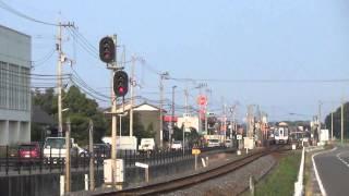 N2000「うずしお」一線スルーの鶴羽駅を高速で煙を上げ通過