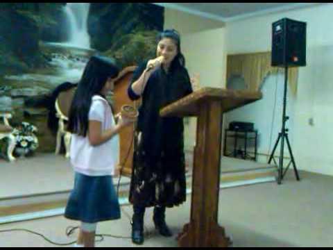 Hermana Sara Rodriguez Predicando pt.1