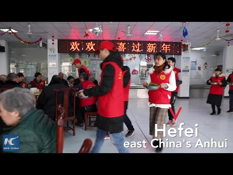 Volunteers cook Chinese New Year dinner for elders in E China
