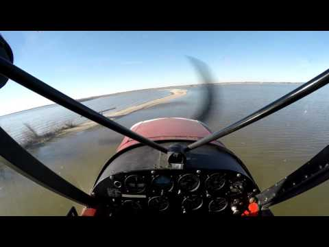 PA-18 Super Cub landing on a sand bar (4K)
