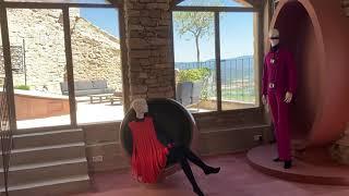 Lacoste : 20 tenues cultes de Pierre Cardin exposées par l'école d'art SCAD
