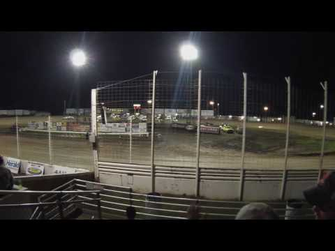 World of Outlaws Sprints 4-wide salute at River Cities Speedway