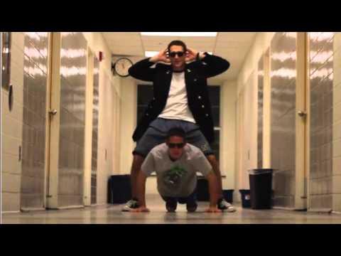 Marina  Bailando Gangnam Style !