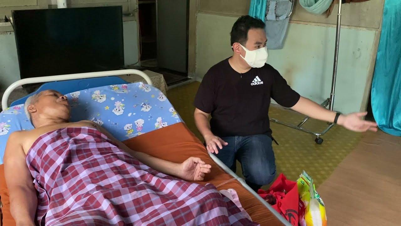 Download Mengedarkan Beg makanan dan barangan keperluan kepada penduduk Kampung Bukit Pekan.