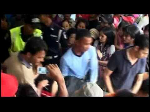 Asylum boat crew leave 185 to perish off Indonesian coast   Adelaide Now.flv
