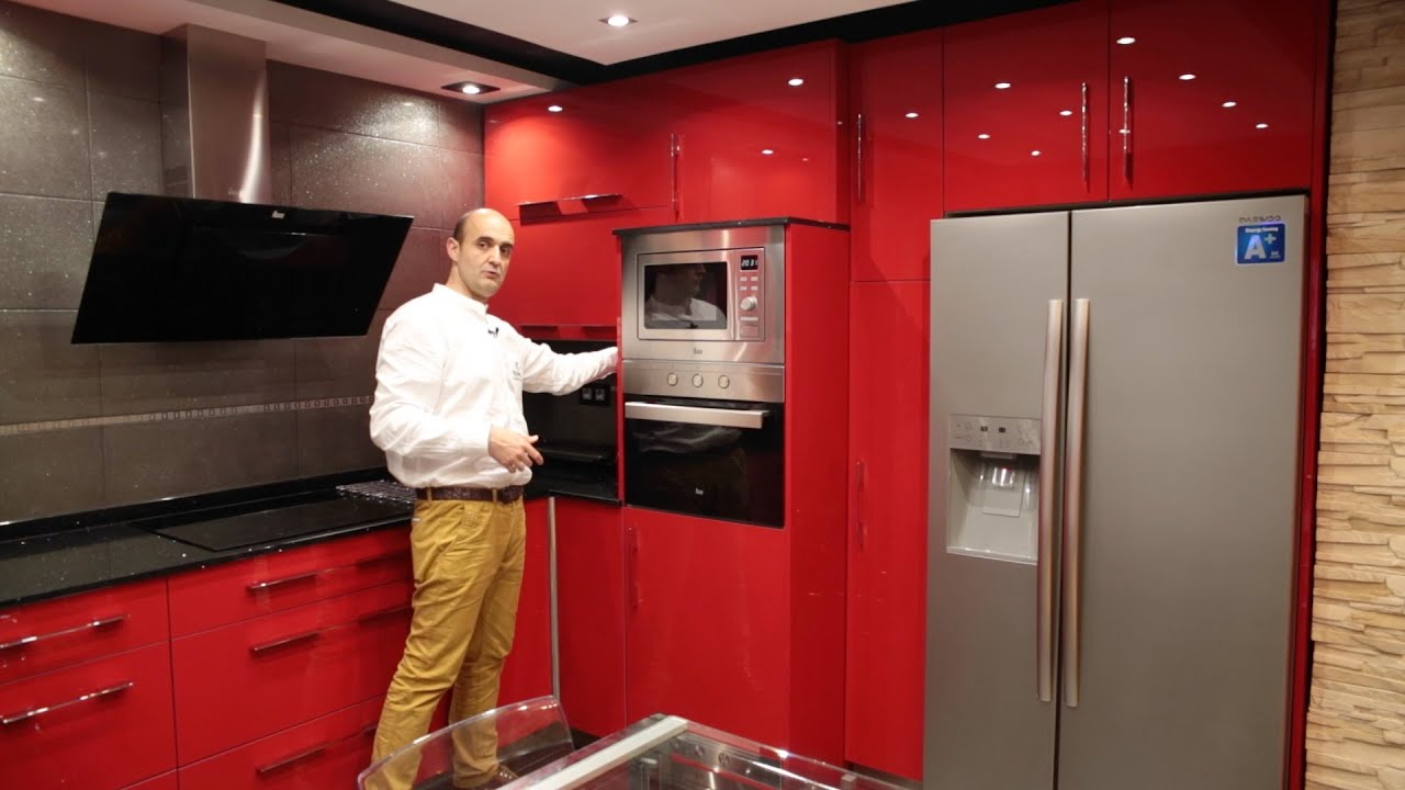 Video cocinas modernas rojo brillo con encimera de silestone - YouTube