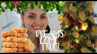 WE MADE A CHICKEN NUGGET CHRISTMAS TREE | VLOGMAS #7