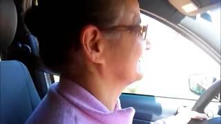 Dona Alzira, 65 anos, dirigindo pela primeira vez (minha aluna)