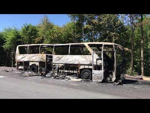 Autocarul ars in Pasul Gutai