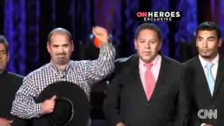 """Homenaje a los 33 mineros de Chile en el programa """"CNN Heroes"""""""