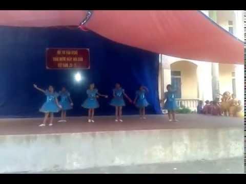 Tiết mục múa Những điều thầy chưa kể của lớp 4D Trường Tiểu học Đồng Phong