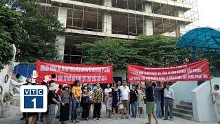"""Hà Nội: Đóng tiền 10 năm, nhà vẫn là """"khung bê tông"""""""