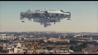 District 9 clip - Aliens Arrive