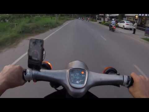 Johnny Trí Nguyễn test max speed Honda Cub độ giữa giờ cao điểm