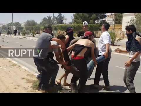 Tunisia: Security forces deploy tear gas in standoff at Tataouine HQ
