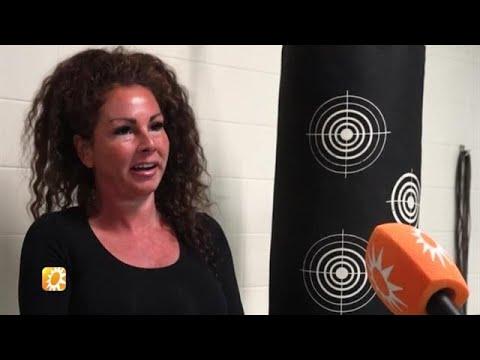 Michella Kox wil aartsrivale Amanda Balk knock-out - RTL BOULEVARD