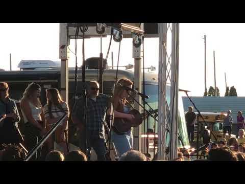 Maddie Poppe sings Landslide Butler County Fair
