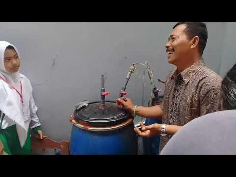 Limbah sayuran diolah jadi biogas lalu untuk bahan bakar kompor di Pekon Purwodadi, Kec. Gisting, Ta.
