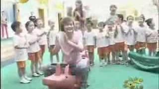 李宇春幼儿园和小朋友的搞笑花絮(8月8日)