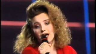 Eurovision 1990 - 07 United Kingdom - Emma - Give a little love back to the world