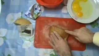 Мягкие гренки из черствого хлеба. Гренки с яичками и сметаной.