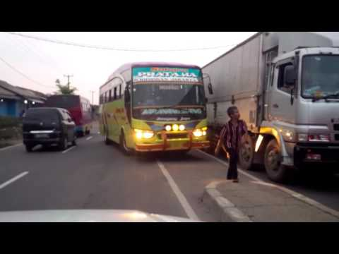 Indonesia bad driving: the bus.