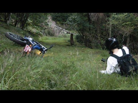 自分の山をバイクで登ったら盛大にコケた……