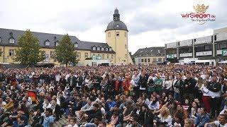 Lange Gesichter beim Public Viewing am Unteren Schloss (Siegen/NRW)