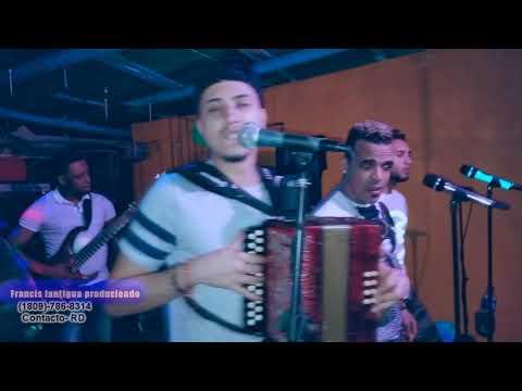 grupo Nexo canta mafia guira mi hijo