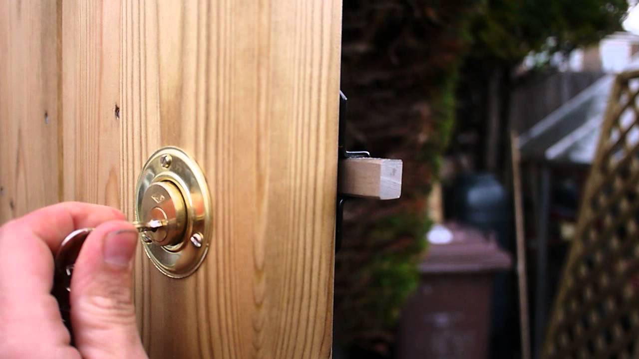 Cays Gatemate Long Throw Gate Lock In Operation Youtube