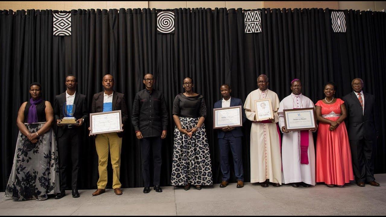 Perezida Kagame na Madamu basuhuza Abarinzi b\u0027Igihango, 2018.